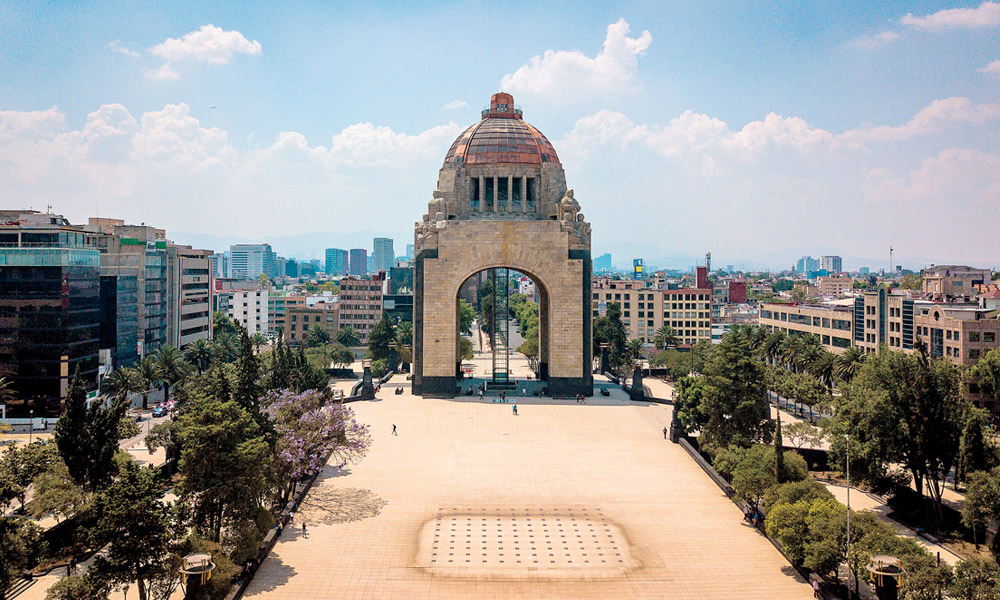 Monumento a la Revolución. Ciudad vacía